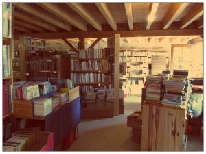 intérieur en bois d'une librairie