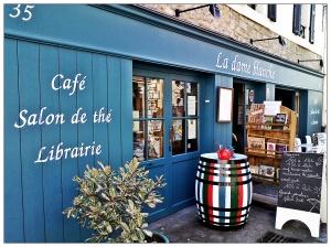 devanture d'un café librairie